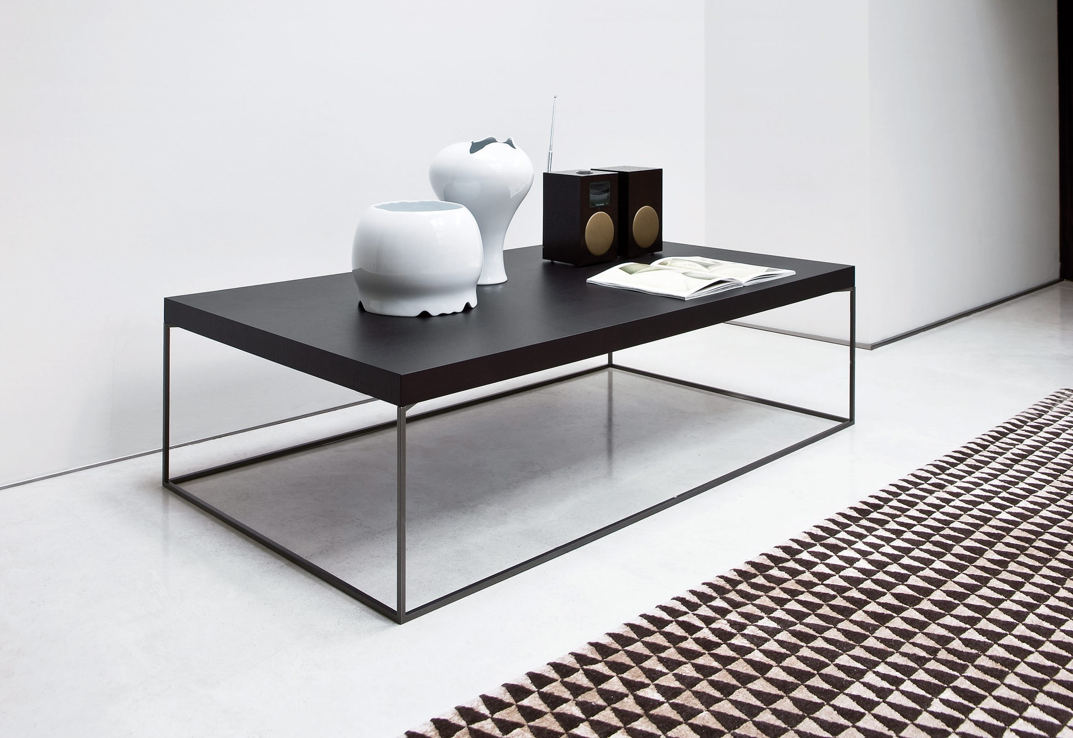 Zanotta oliver coffee table deplain zanotta oliver side table greentooth Gallery